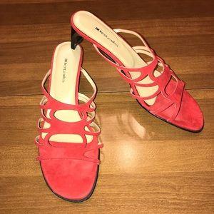 Details red sandal